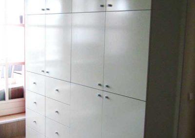 Grote garderobekast met laden en deuren
