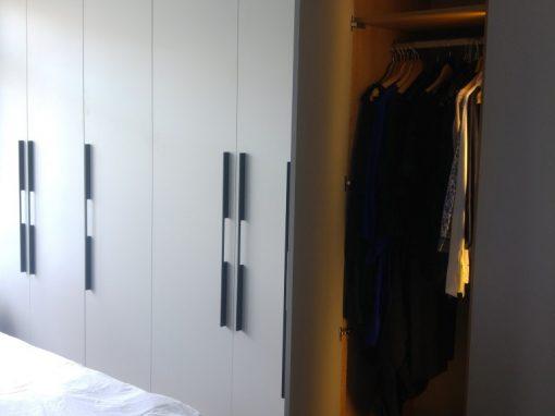 Kastenwand slaapkamer met verlichting