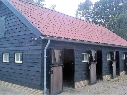 Renovatie en aanbouw stal; oude stal wordt Drentse kapschuur!